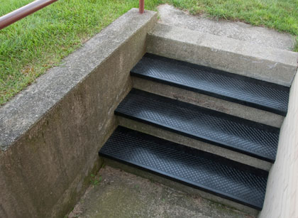 photo of outdoor recycled rubber stair tread in-use